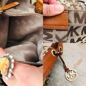 Michael Kors Bags - ♥️ Michael Kors ♥️ Brown Shoulder Bag